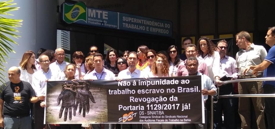 [Auditores fiscais do trabalho escravo na Bahia fazem manifestação contra portaria do governo]