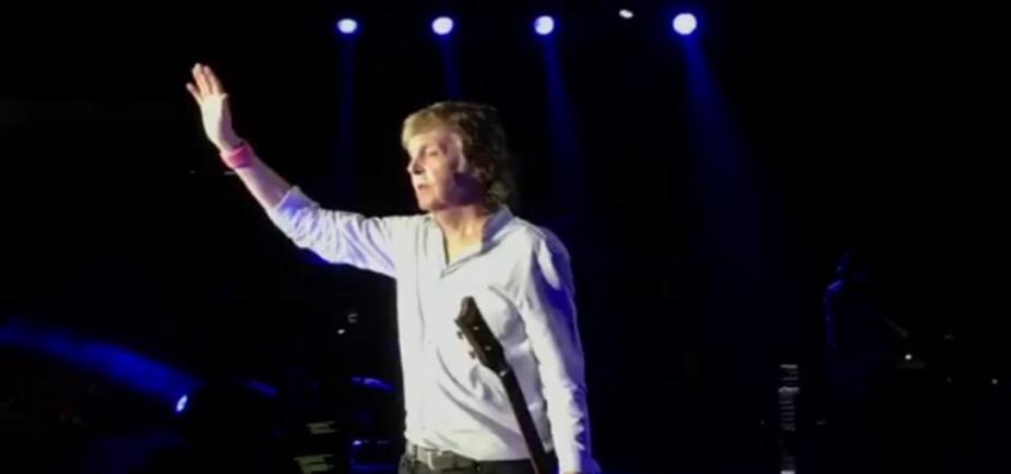[Ao som de grandes sucessos, Paul McCartney arrisca ʹbaianêsʹ e faz show histórico em Salvador]