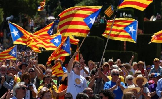 Primeiro-ministro da Espanha anuncia intervenção na Catalunha e eleições regionais