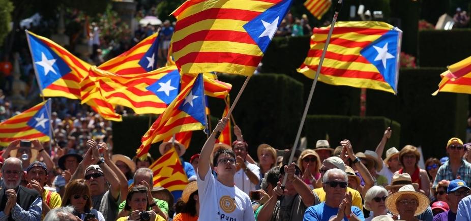 [Primeiro-ministro da Espanha anuncia intervenção na Catalunha e eleições regionais]