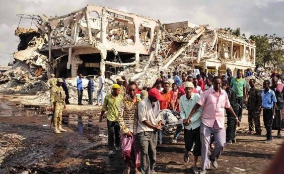 Número de mortos em maior ataque da história da Somália sobe para 358