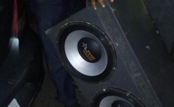 Operação contra poluição sonora apreende carro e cinco caixas de som