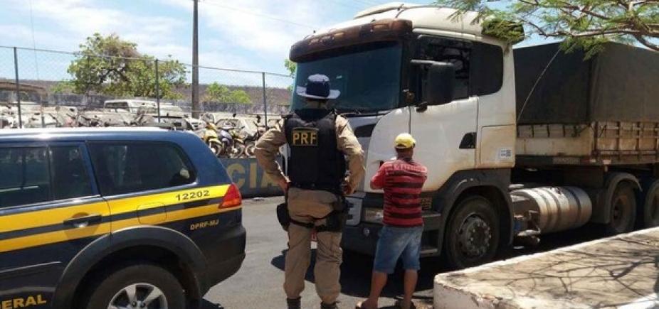 [Motorista bêbado é preso em caminhão com 36 toneladas de fertilizante em Barreiras ]