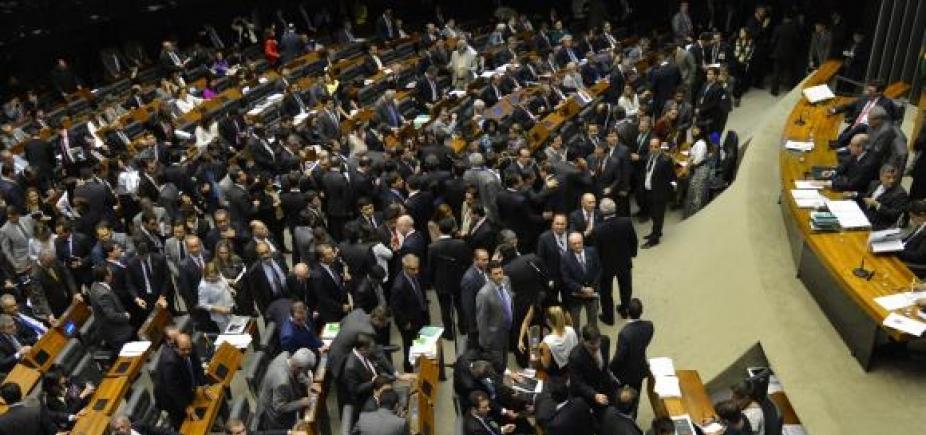 [Oposição cogita impedir entrada de deputados na Câmara para evitar votação de denúncia ]