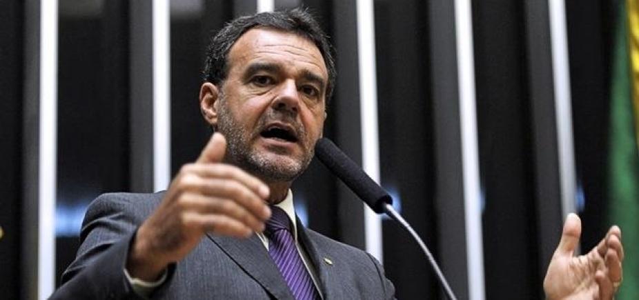 [Daniel Almeida diz que Temer chantageia deputados e Maia é figura \