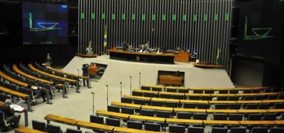 [Denúncia contra Temer: oposição se concentra no Salão Verde da Câmara e esvazia sessão ]