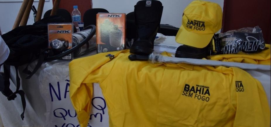 [Governo entrega mais de 600 kits de equipamentos de proteção para brigadas da Chapada]