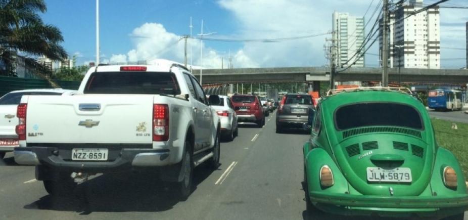 [Motorista enfrenta congestionamento em diversas vias em reflexo de acidentes]