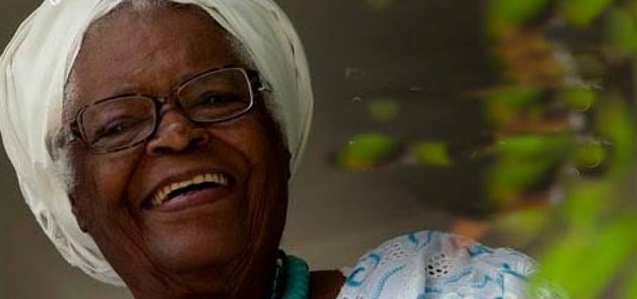 [Aos 92 anos, Mãe Stella de Oxóssi é internada em Salvador ]