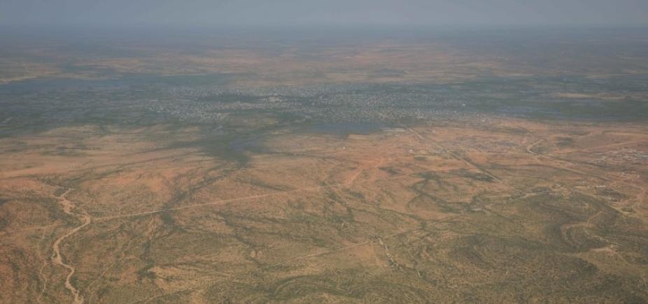[Explosão de dois carros-bomba mata pelo menos 17 pessoas na Somália]