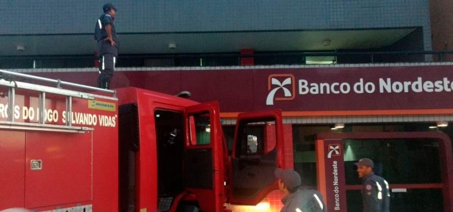 [Princípio de incêndio atinge primeiro andar de prédio de agência bancária na Pituba]