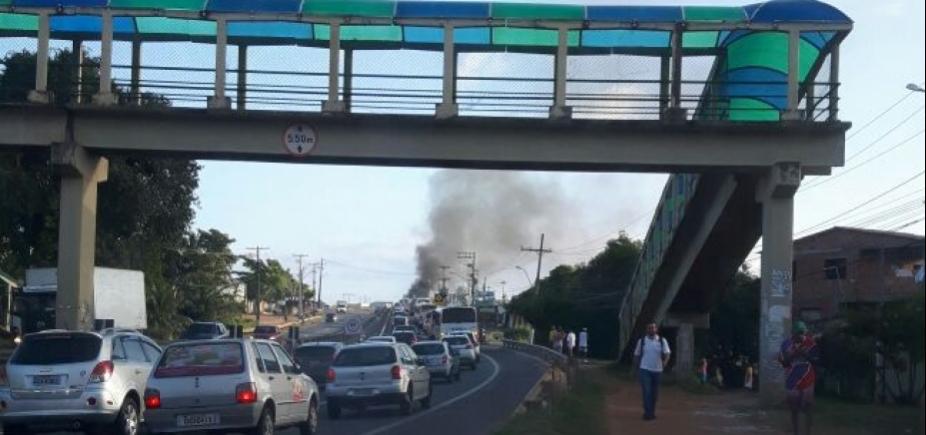 [Manifestação deixa trânsito travado na Estrada do Coco]