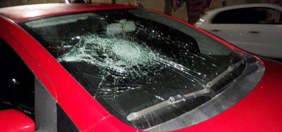 [Torcedores do Vitória depredam carros de radialistas após empate no Barradão; veja fotos ]