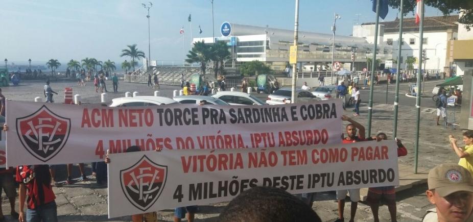 [Torcedores do Vitória protestam contra Prefeitura e dizem que clube não tem como pagar IPTU]