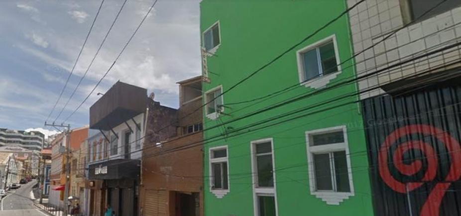 [Homem morre após ser baleado e pular da janela de hotel no Rio Vermelho]