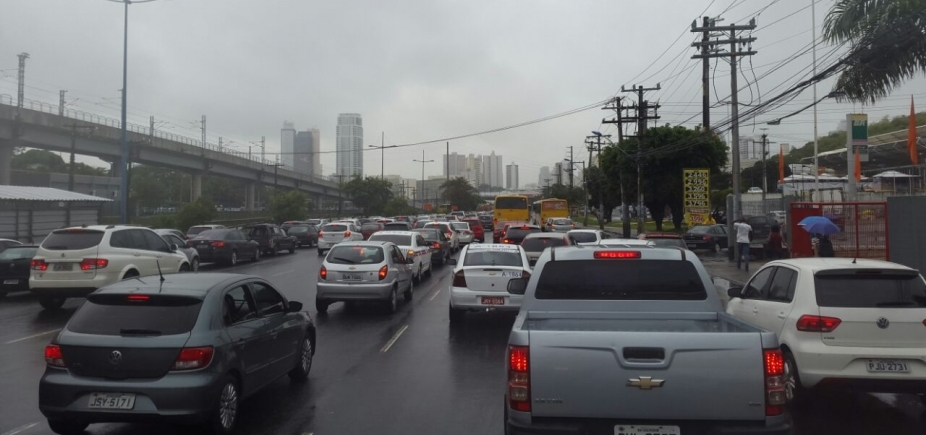 [Saiba quais vias têm trânsito lento na tarde desta quarta em Salvador ]