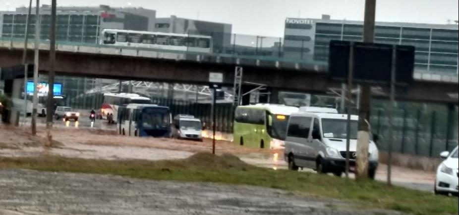 [Congestionamento continua grande na Paralela após interdição de viaduto]