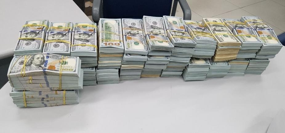 [Homem é preso transportando mais de R$ 10 milhões em espécie em caminhão de hortifruti]