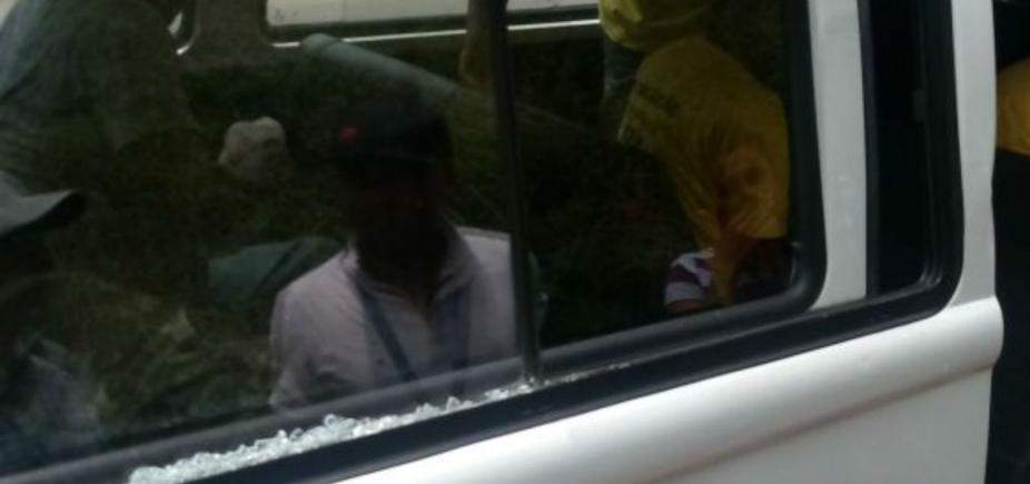 [Vidro de veículo da prefeitura é depredado em confusão entre ambulantes e fiscais]