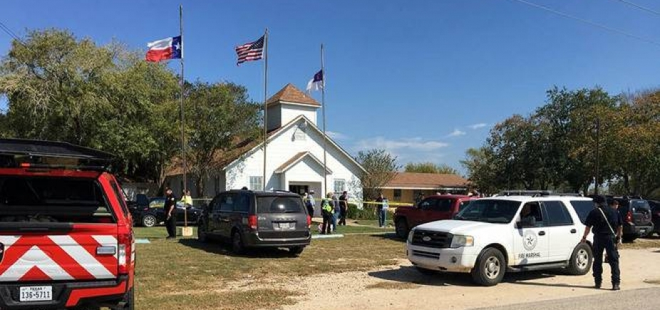 [ Tiroteio em igreja dos Estados Unidos deixa 27 mortos e 24 feridos]