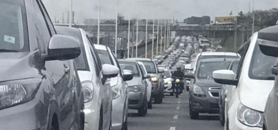 [Motorista enfrenta congestionamento de 10km na BR-324]