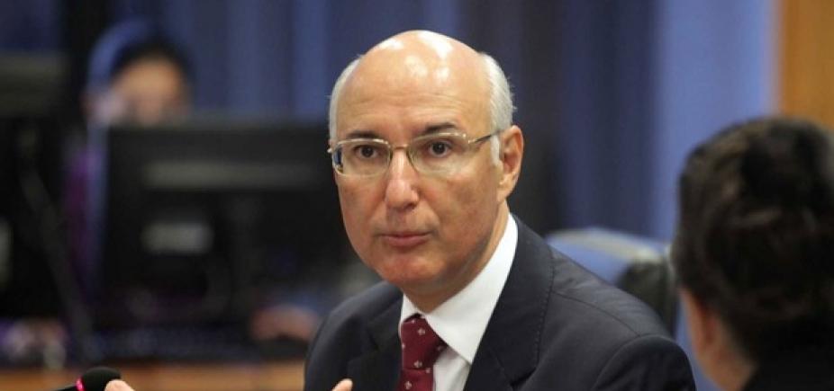 [ʹÉ preciso reduzir direitos para garantia de empregosʹ, dizpresidente do TST]