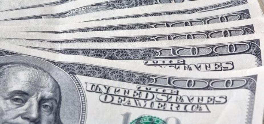 [Dólar sobe a quase R$ 3,28 após temor sobre reforma da Previdência]