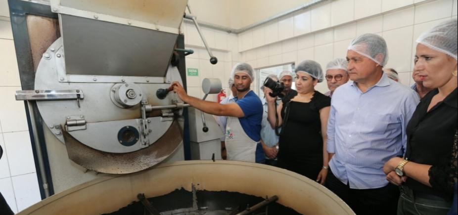[Rui entrega 1,5 mil cisternas em Barra do Choça; investimento foi de R$ 4,1 milhões]