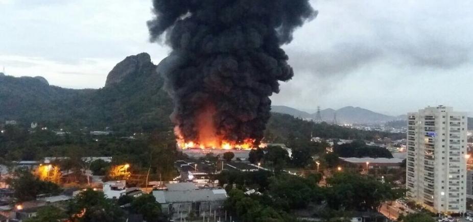 [Incêndio atinge galpão em estúdio da Globo no Rio de Janeiro]