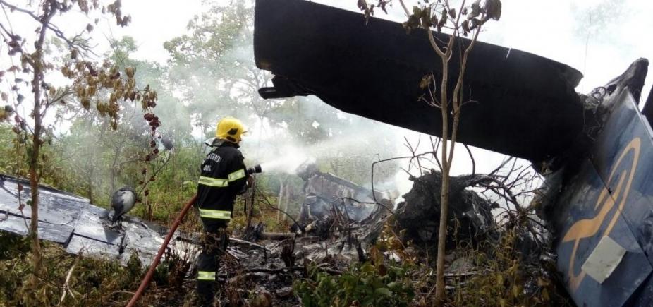 [Avião cai em Goiás; passageiros sobrevivem]