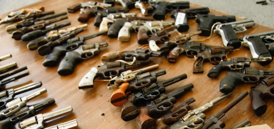 [Relator entrega à CCJ texto a favor da liberação do porte de armas no país]