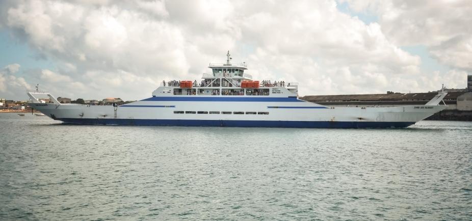 [Sistema Ferry-Boat opera com quatro embarcações e saídas a cada 1h]