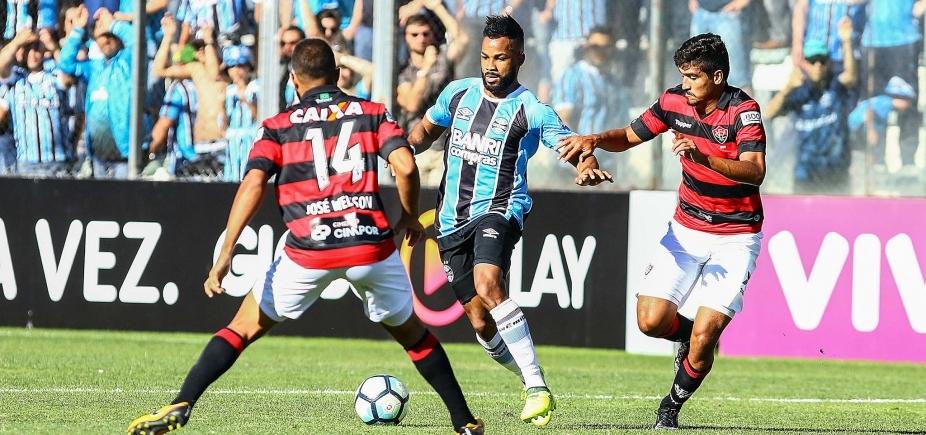 [Vitória segura pressão e arranca empate do Grêmio em 1 a 1 fora de casa]