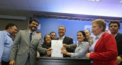 Rui assina convênio para investimento de R$ 37 milhões em 61 municípios