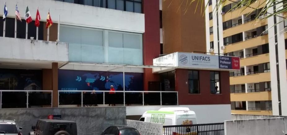 [Polícia prende acusado de assediar sexualmente alunas da Unifacs]