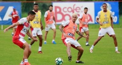 Com apenas três titulares, Bahia treina para enfrentar o Santos