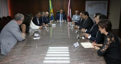 Rui e embaixador da Espanha se reúnem para debater relações de comércio, energia renovável e turismo