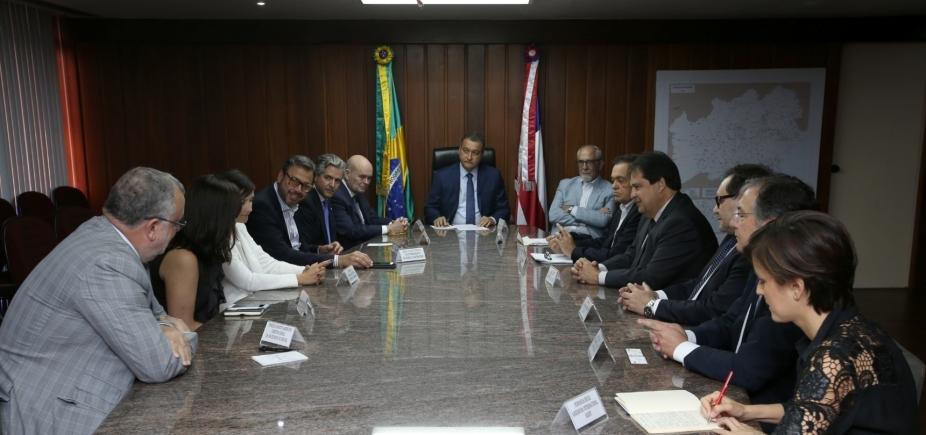 [Rui e embaixador da Espanha se reúnem para debater relações de comércio, energia renovável e turismo]