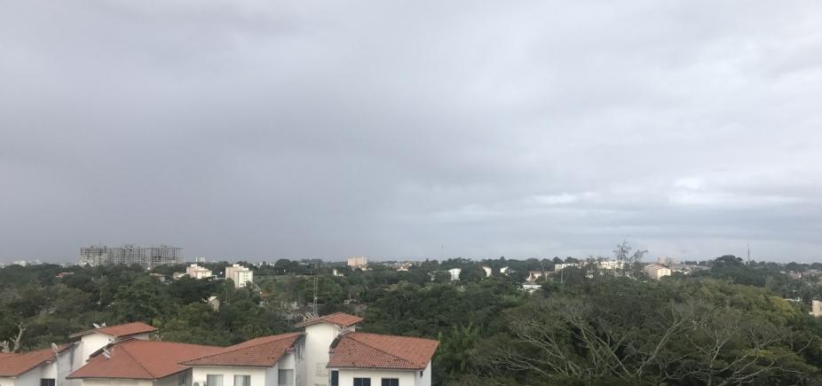 [Olha a chuva! Tempo deve ficar instável em Salvador até o próximo sábado ]