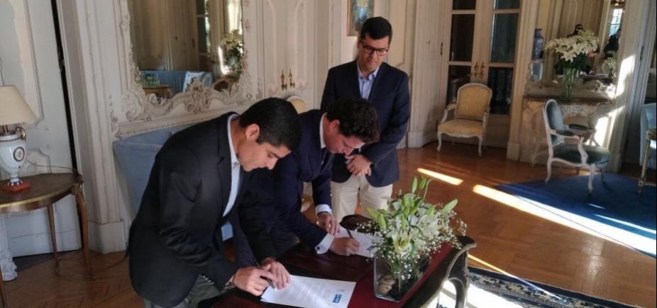 [Prefeito assina carta de cooperação para promoção do Centro Histórico em Portugal]