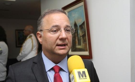 Resolutividade maior às equipes de saúde, diz secretário em entrega de policlínica em Teixeira de Freitas