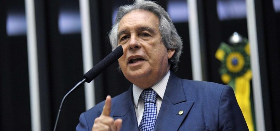 [Deputado critica Temer e diz que afastamento de prefeitos baianos do PSD não prejudica partido ]
