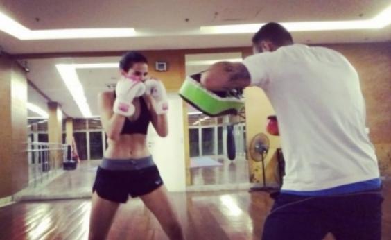 Bruna Marquezine rebola em aula de boxe e fãs piram: Maravilhosa