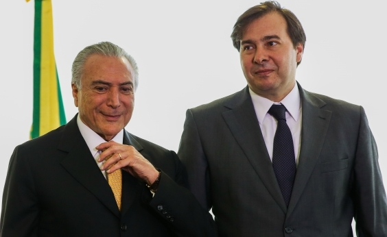 Temer se encontra com Rodrigo Maia para discutir reforma da Previdência