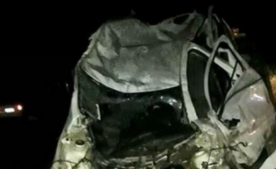 Colisão entre carro e caminhão deixa um morto na BA-290, em Medeiros Neto