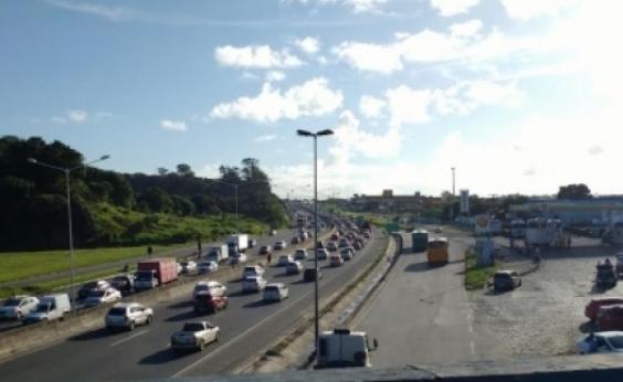 BR-324 tem trânsito intenso na manhã desta segunda-feira; confira