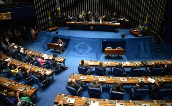 Voto distrital misto deve entrar em votação nesta terça no Senado