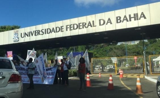 Protesto de servidores da Ufba complica trânsito em Ondina