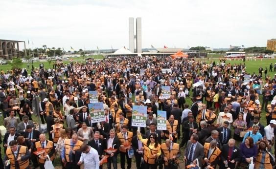 Alegando déficit orçamentário, 401 prefeitos da Bahia realizam ato em Brasília: Colapso total