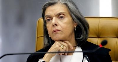 Cármen Lúcia defende fim do foro privilegiado e reconhece voto